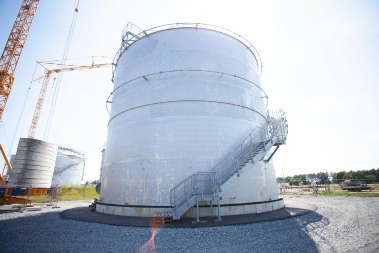 Einer der beiden von Kremsmüller bei Neptune Energy errichteten Duplex-Stahl-Tanks