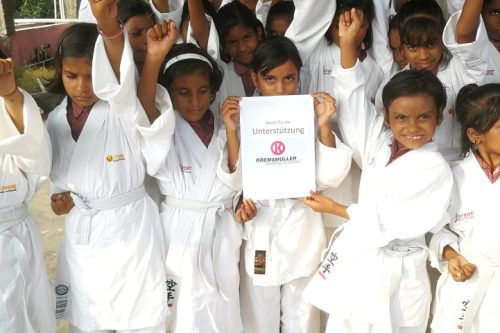 Karate Kremsmüller4Life Sozialprogramm-Sonne Indien